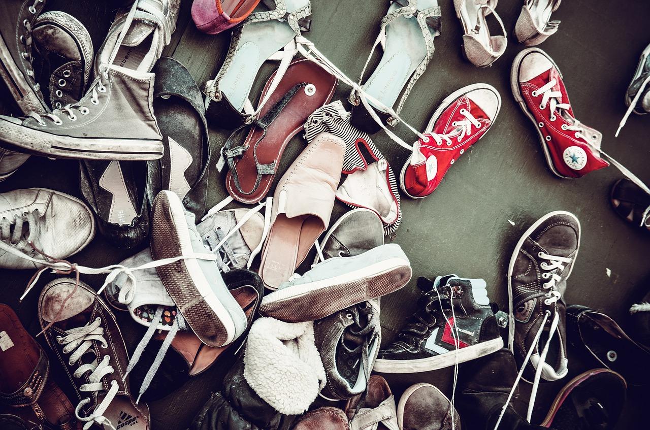 すぐに実践できる!かさばる靴を簡単に収納する4つの方法